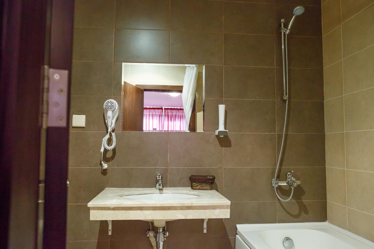 Mountain_Paradise_Hotel,_Bansko,_Bulgaria_100000105117