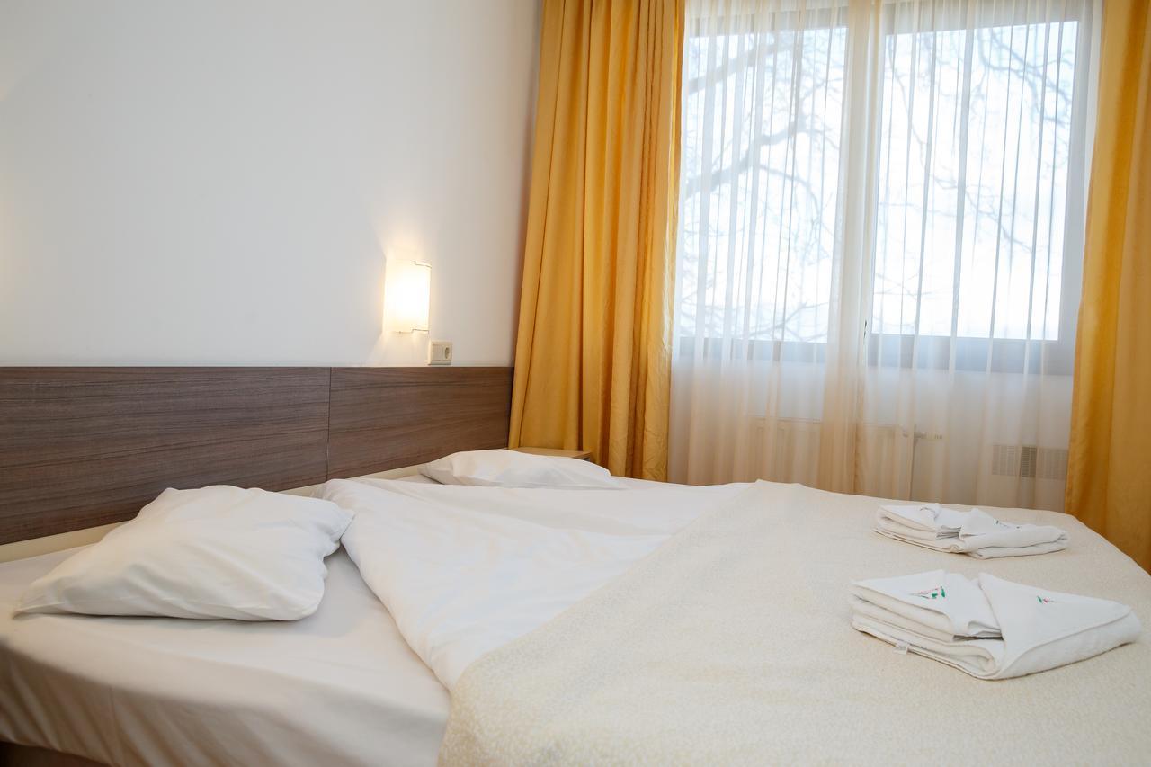 Mountain_Paradise_Hotel,_Bansko,_Bulgaria_100000105134
