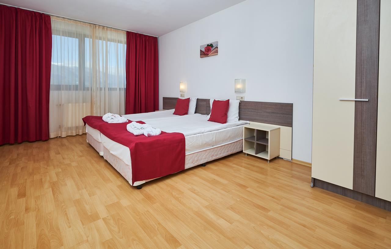 Mountain_Paradise_Hotel,_Bansko,_Bulgaria_100000105143