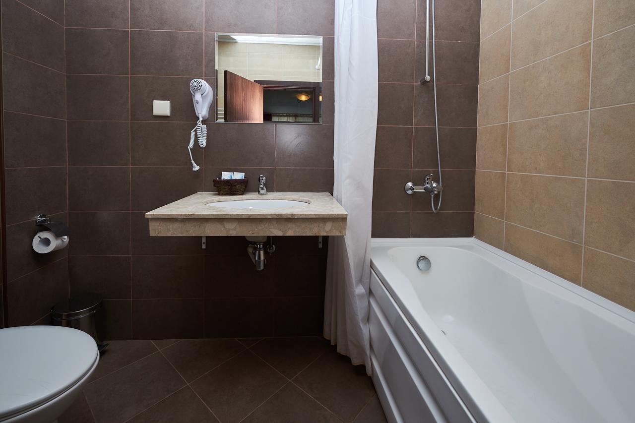 Mountain_Paradise_Hotel,_Bansko,_Bulgaria_100000105146
