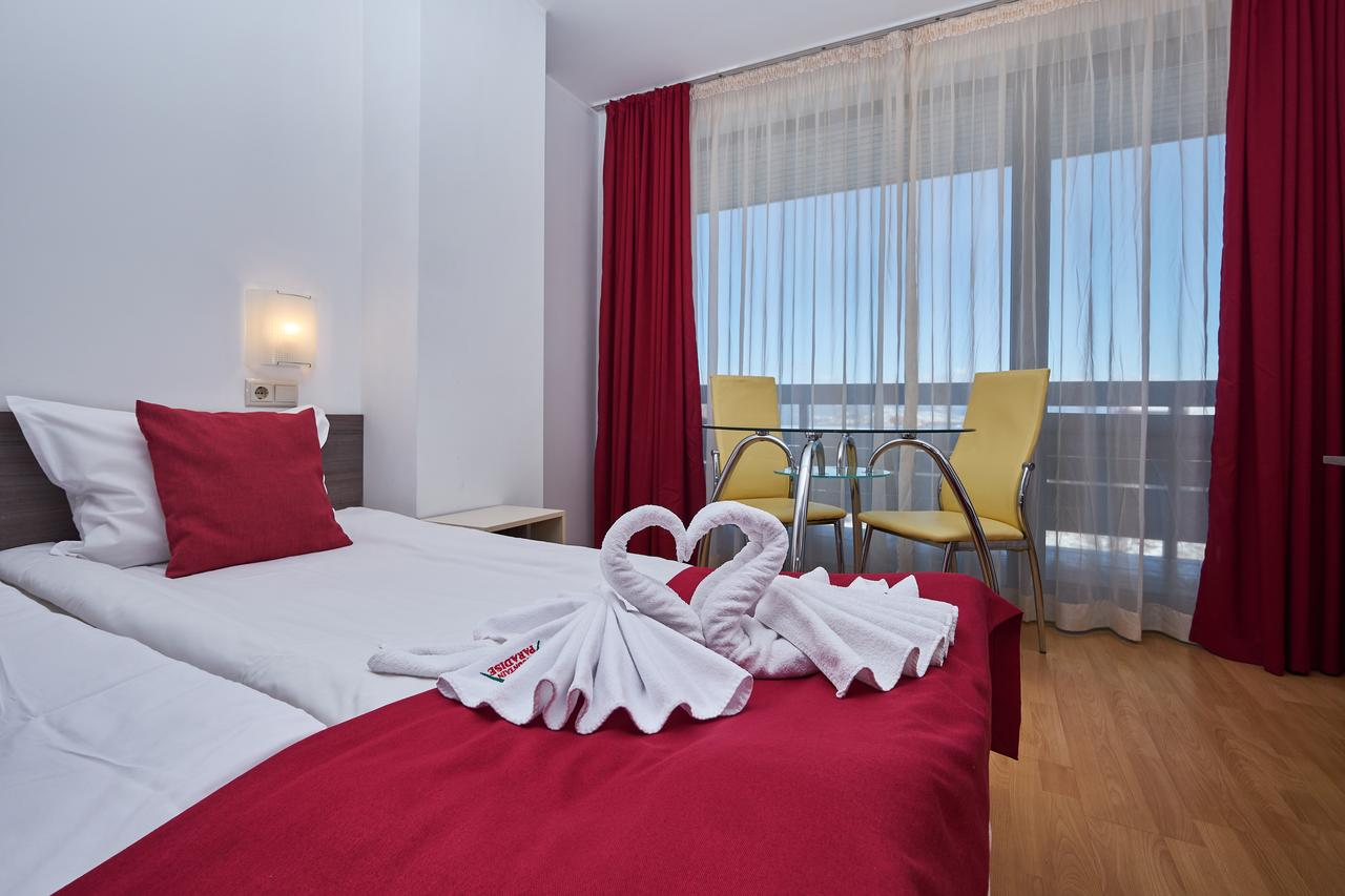 Mountain_Paradise_Hotel,_Bansko,_Bulgaria_100000105219